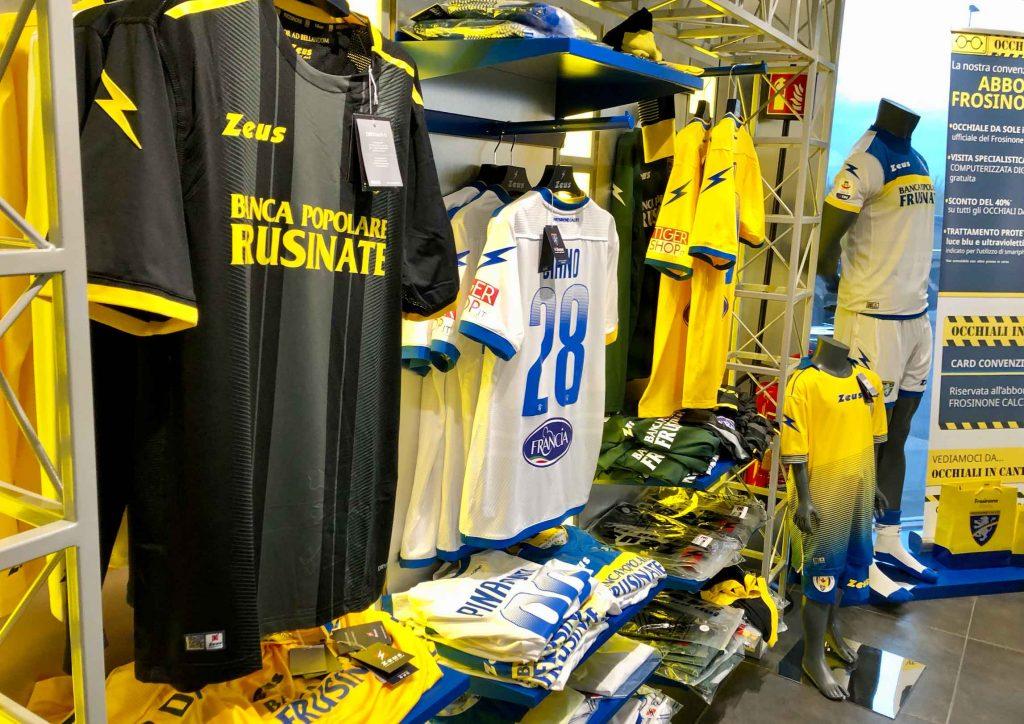 negozio merchandising del Frosinone calcio