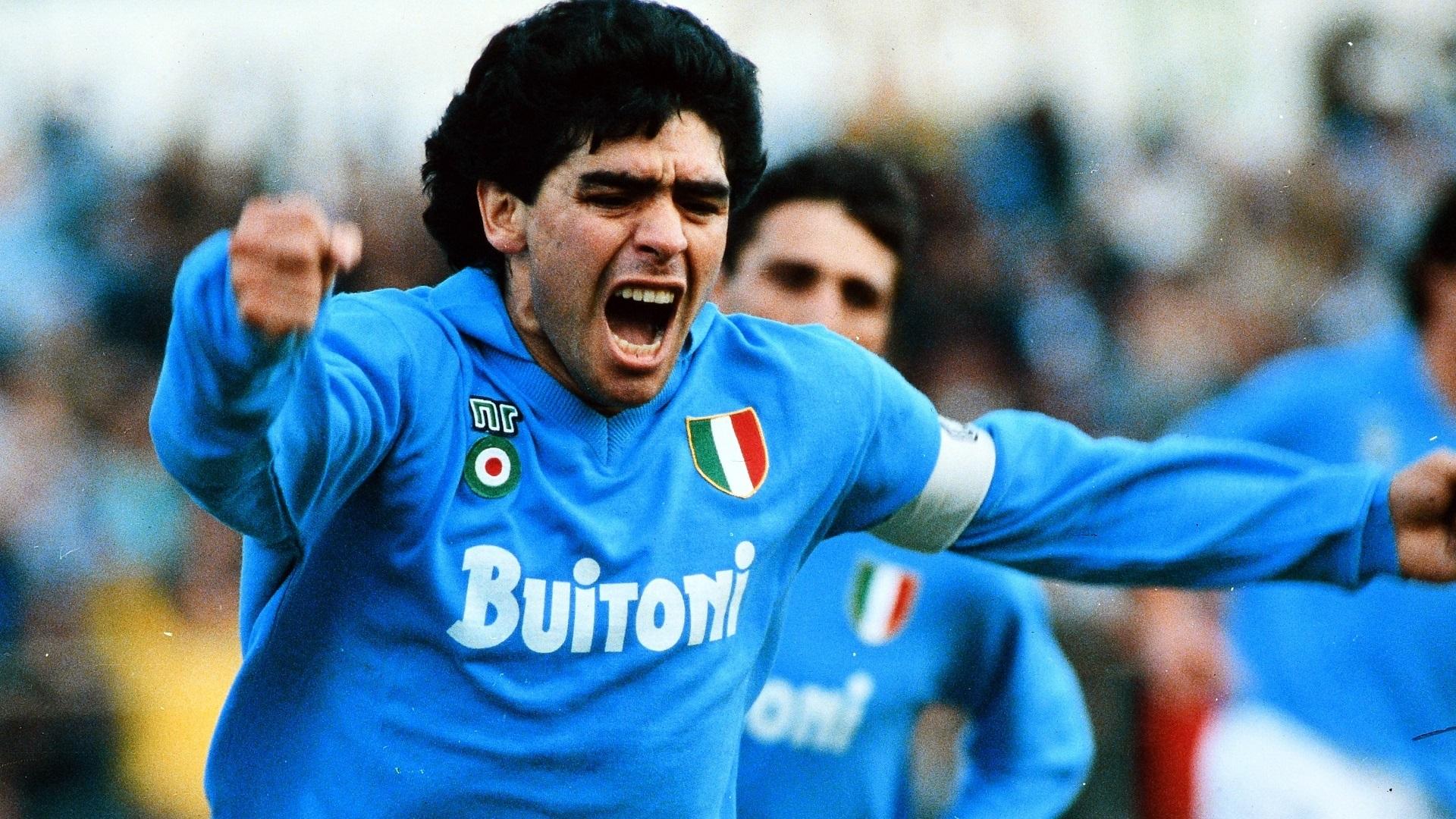 maradona esulta dopo un gol con la maglia del Napoli Fonte: Marketing Ignorante