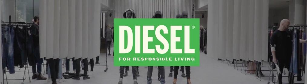In primo piano, logo dell'iniziativa di Brand Activism denominata Diesel for responible living. Di sfondo, un'esposizione di vestiti in una sala bianca. Fonte: Marketing Ignorante