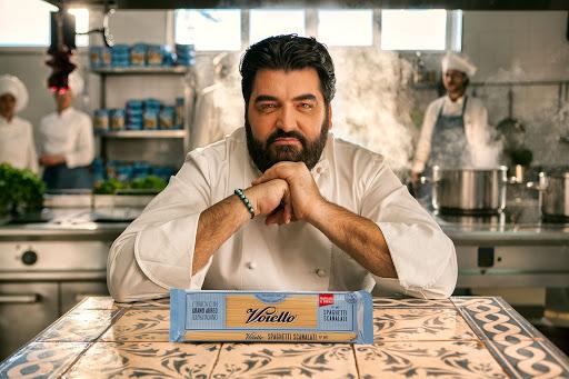 Cannavacciuolo scelto come testimonial per il brand Voiello, immagine per rappresentare l'influenza del neuromarketing. Fonte: Marketing Ignorante