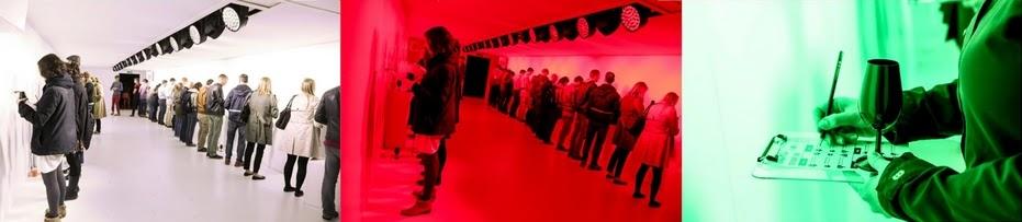 La degustazione del vino durante l'esperimento di neuromarketing di Charles Spence avviene in stanze con luci naturali, rosse e verdi