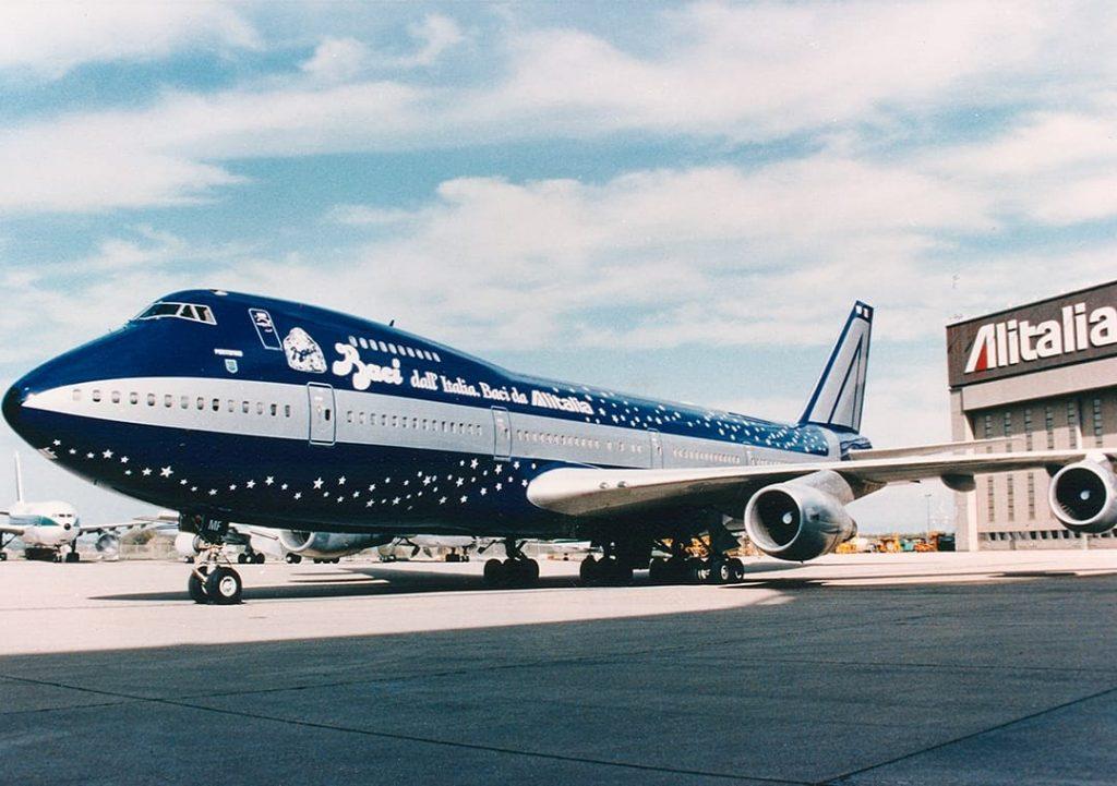 Boeing 747 di Alitalia color Blu Baci boeing 747 color Blu Baci®